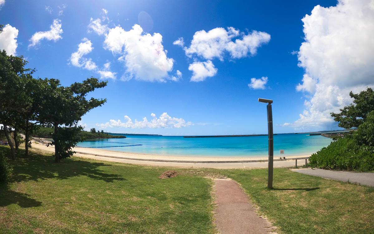 広角レンズで撮影したパイナガマビーチ