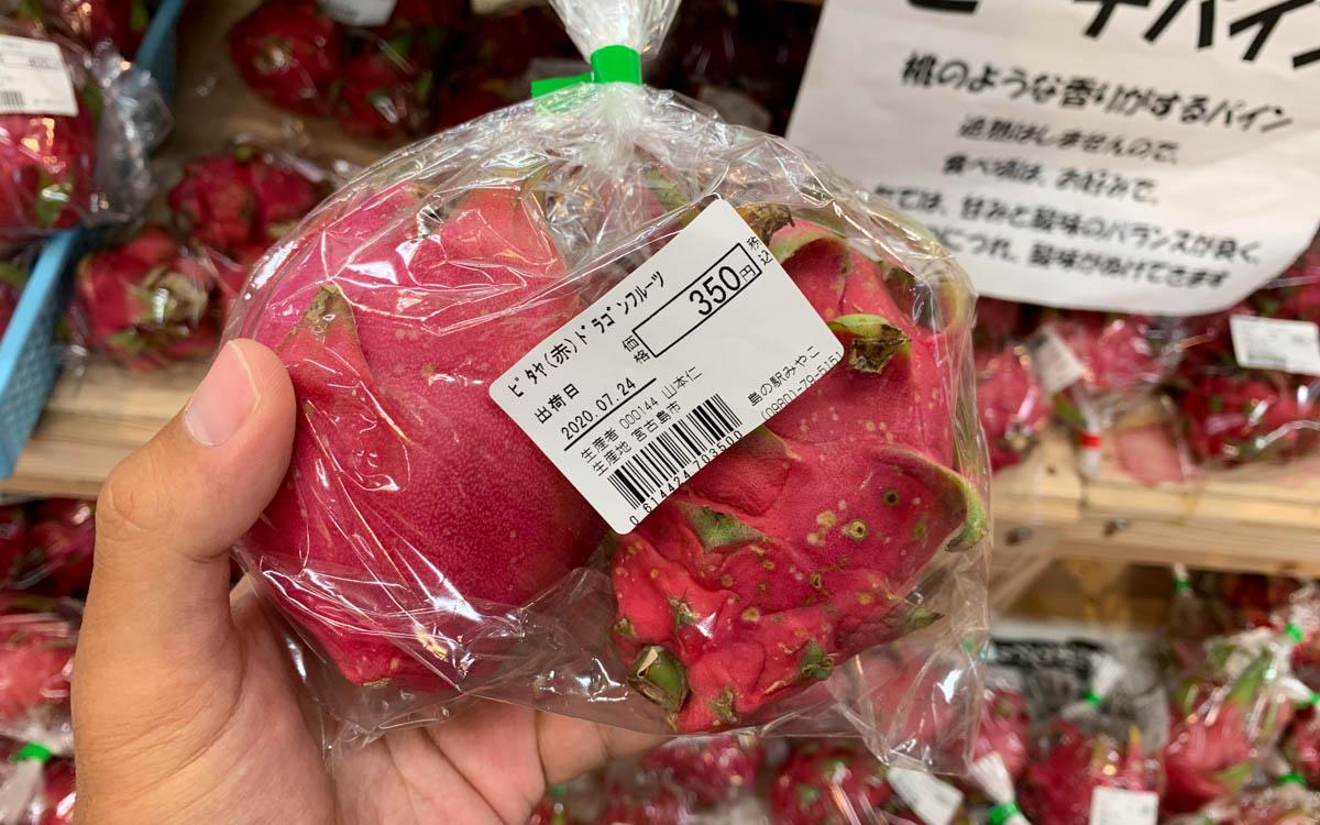 沖縄ではメジャーなドラゴンフルーツ