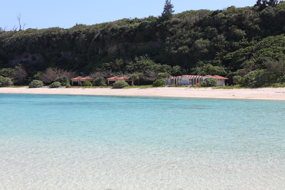 ビーチ沿いの東屋