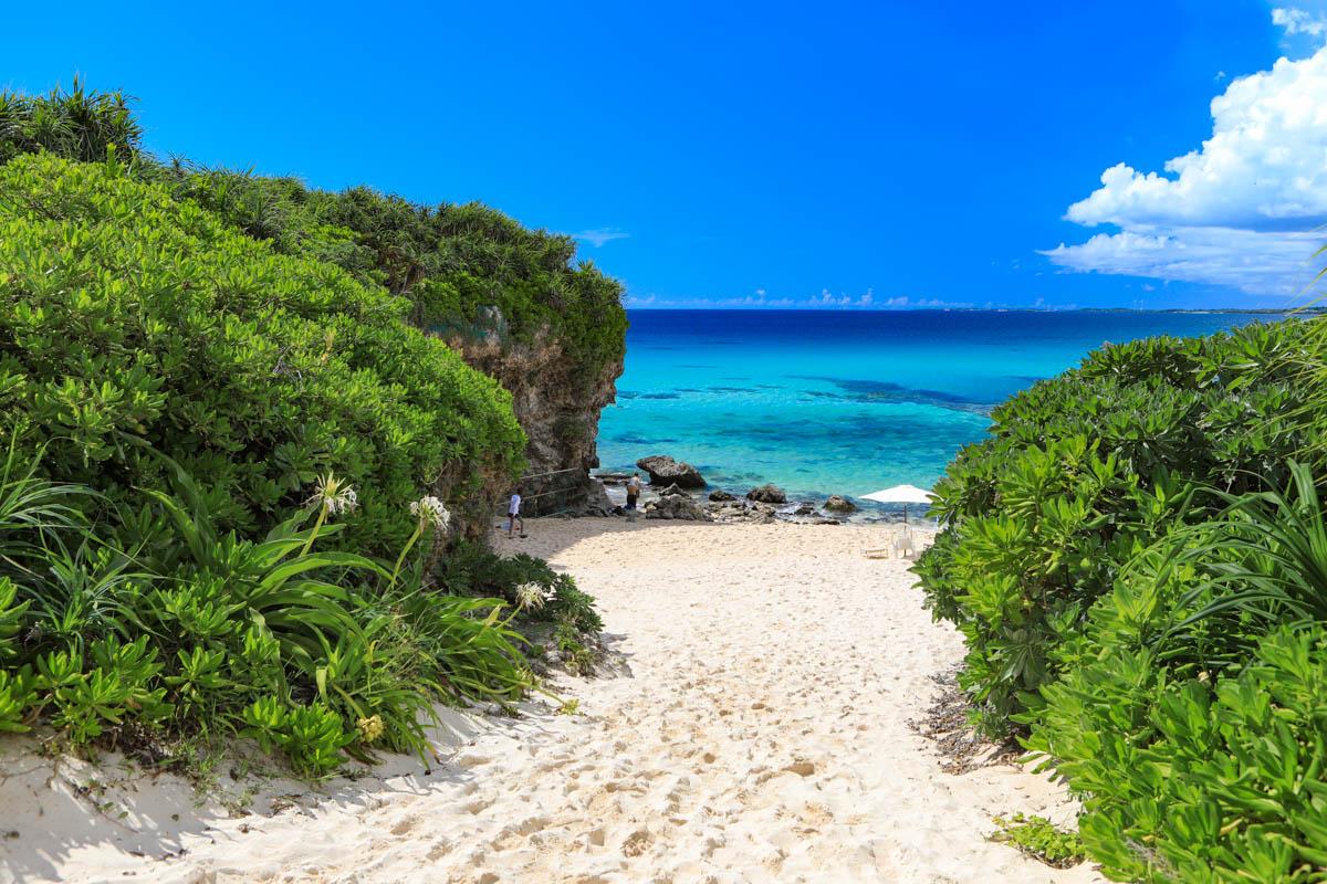 深いブルー が美しい砂山ビーチ