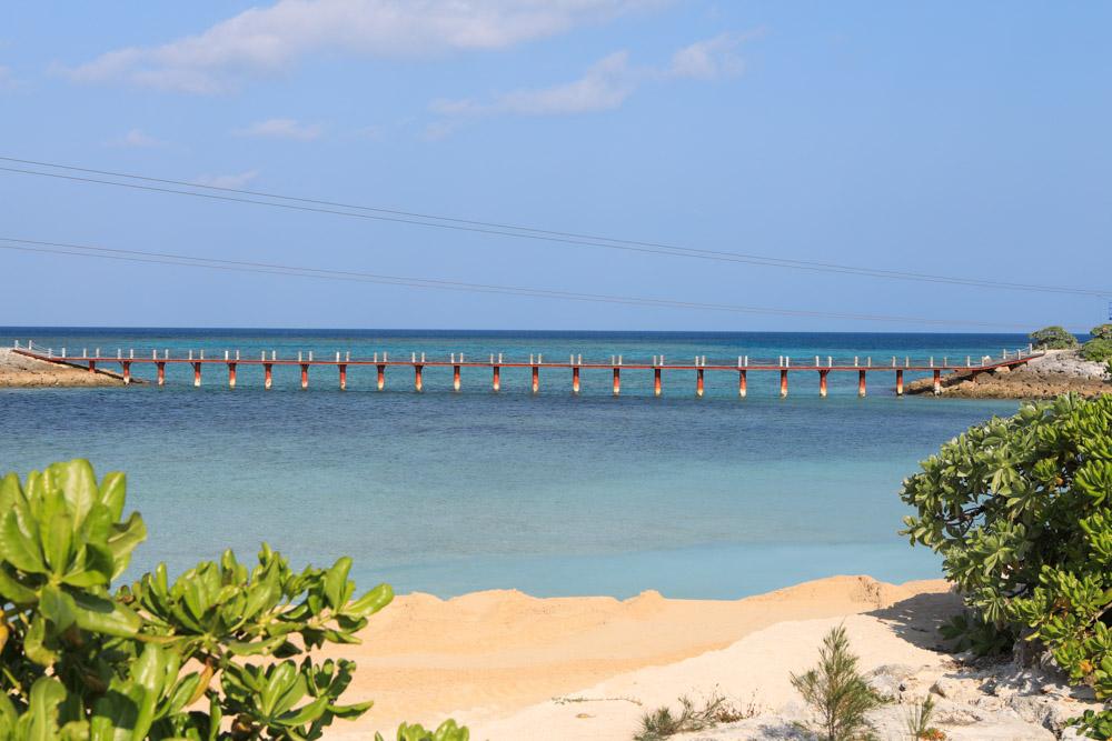 堤防に囲まれた遊泳エリア
