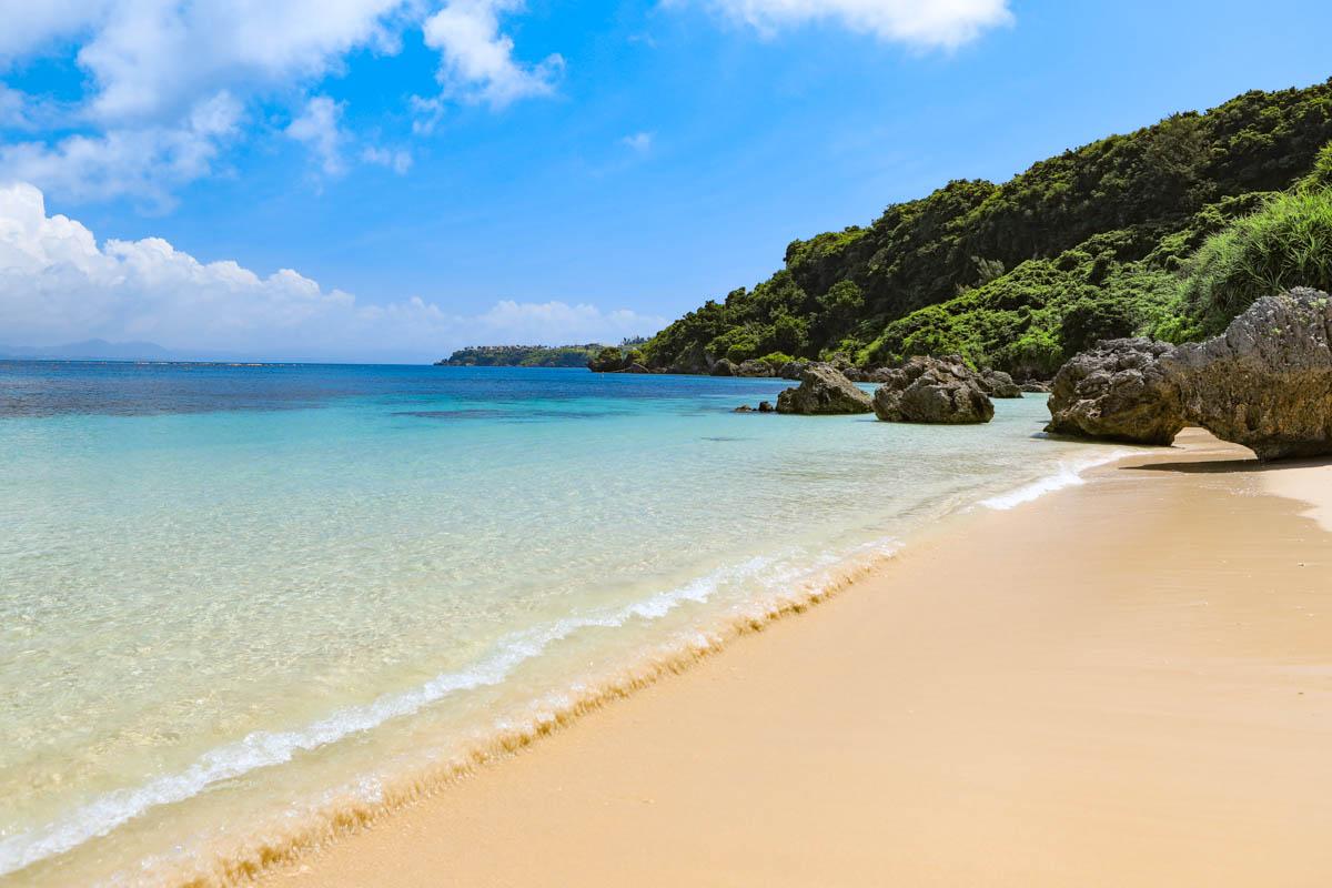 うるま市の離島にある自然の浜