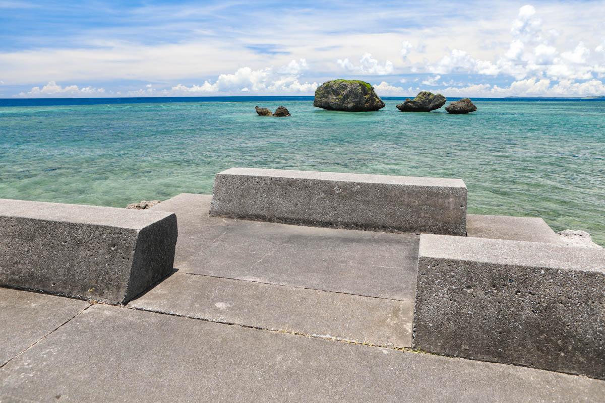海へ降りる大神島の防波堤