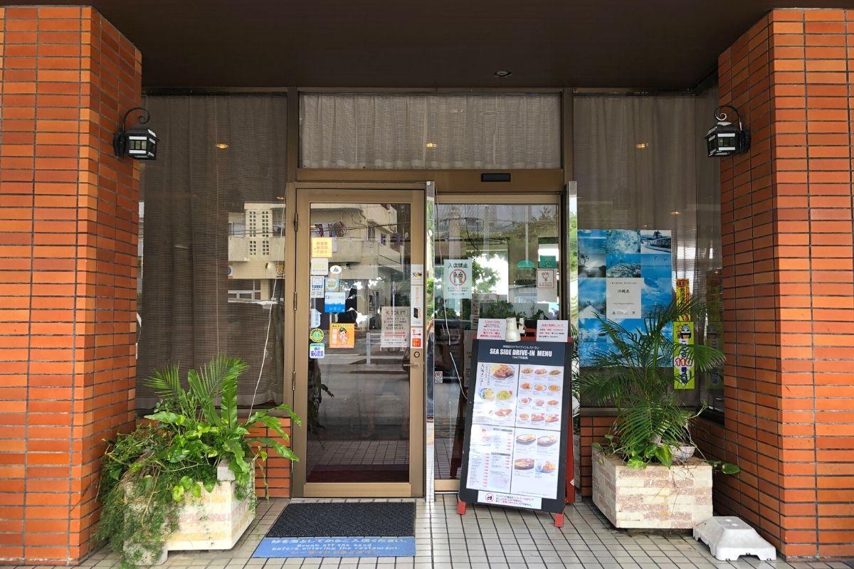 沖縄のレトロなレストラン