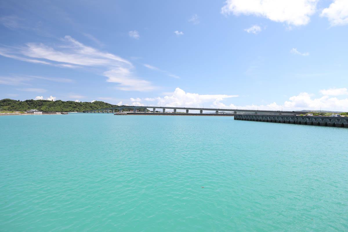 平安座漁港からの眺め