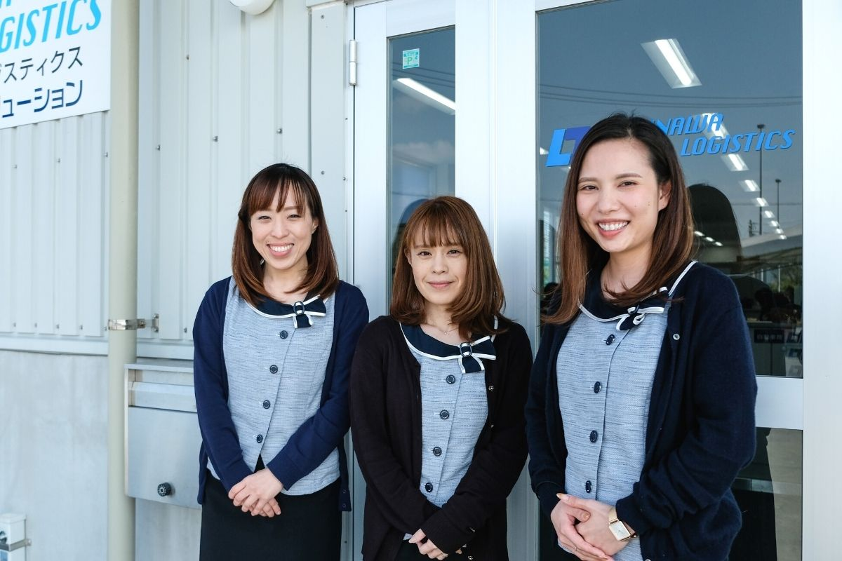 沖縄トータルロジスティクスの女性スタッフ