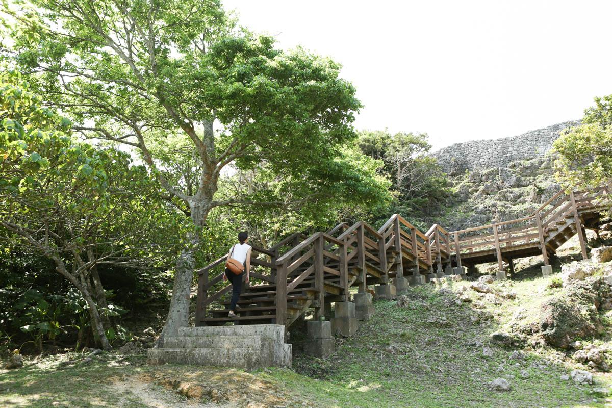 玉城 少し急な階段
