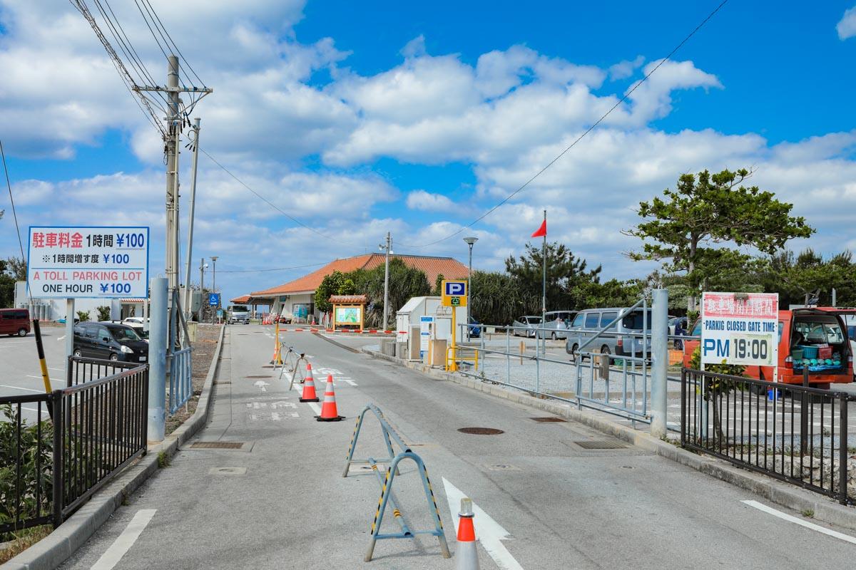 真栄田岬の駐車場