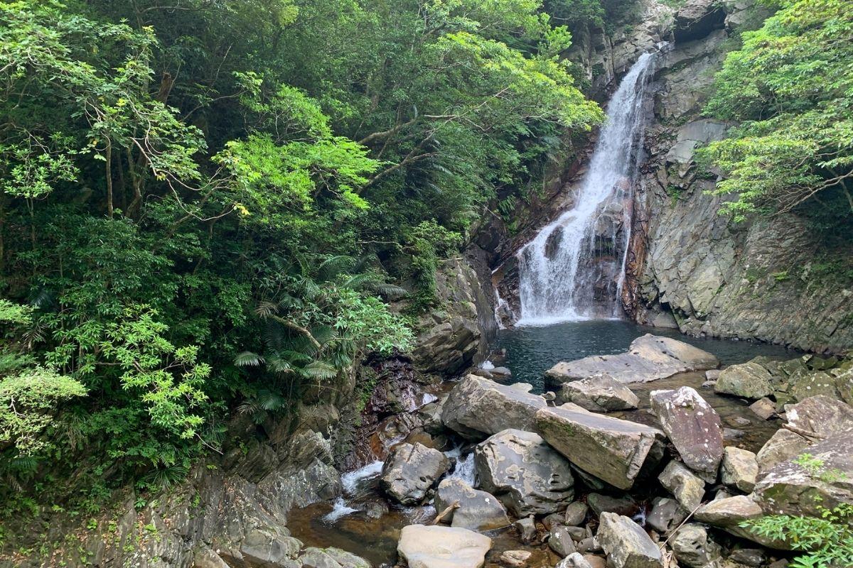 比地川と滝