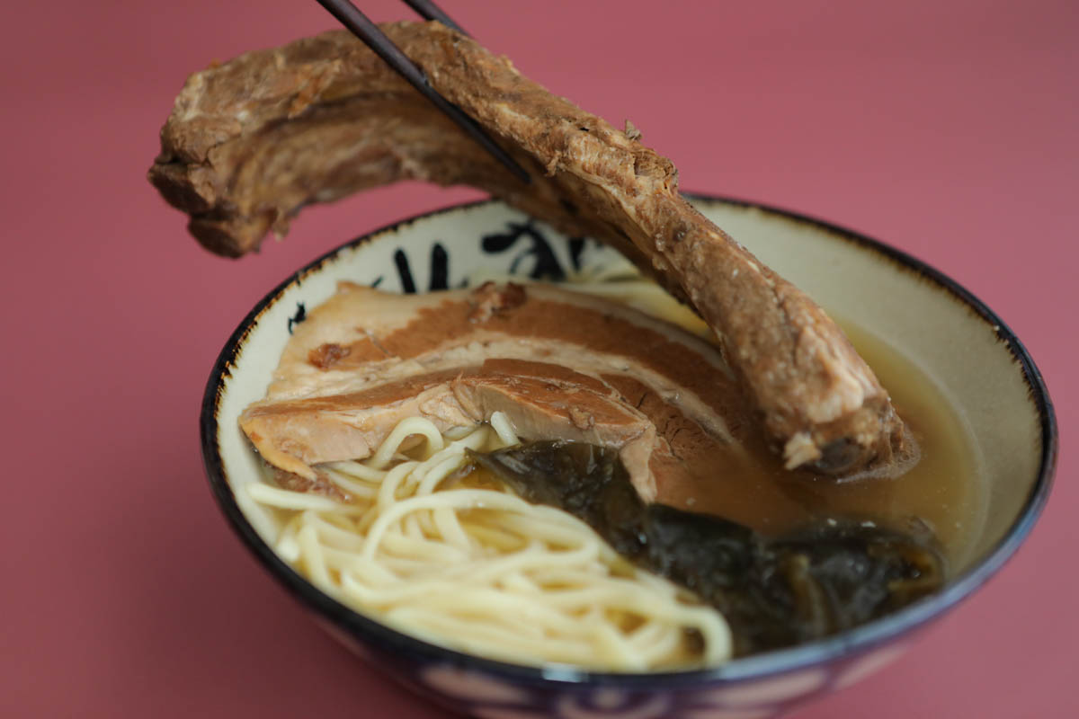 沖縄そばのソーキ